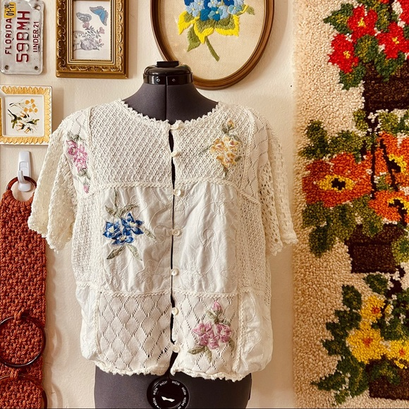 Absolutely adorable vintage 90s Cottage core top